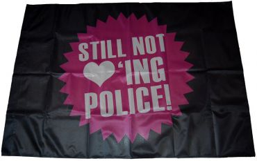 Fahne Still not loving police
